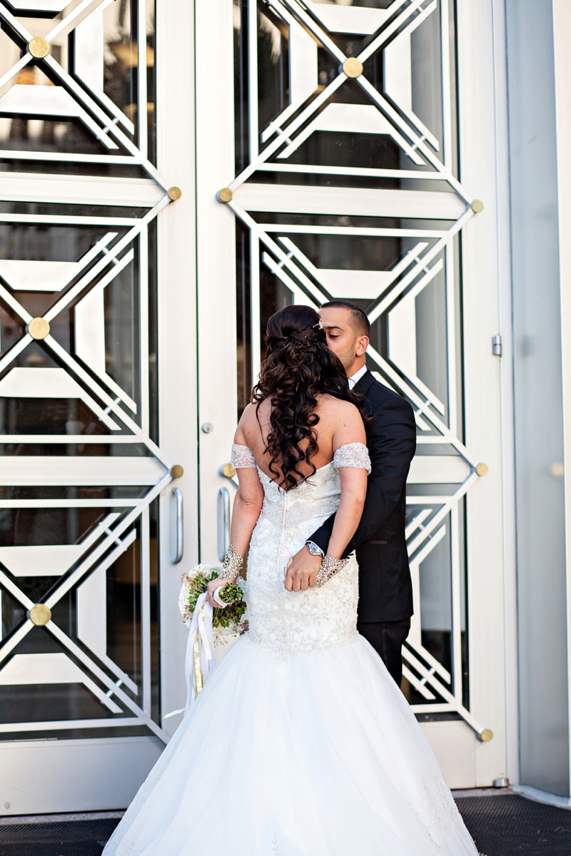 Elegant Black, White & Gold Wedding via TheELD.com