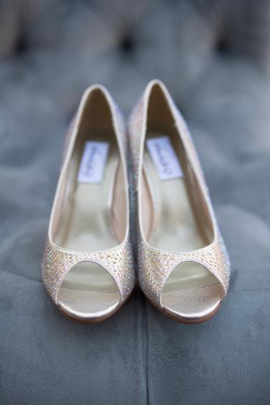 Romantic & Elegant Red Wedding Ideas via TheELD.com