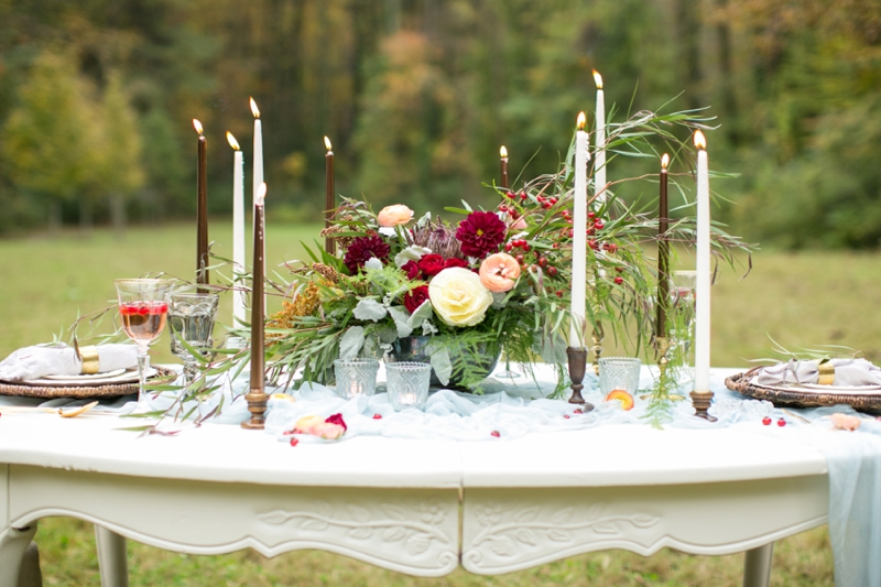 Romantic Red and Blue Wedding Inspiration via TheELD.com