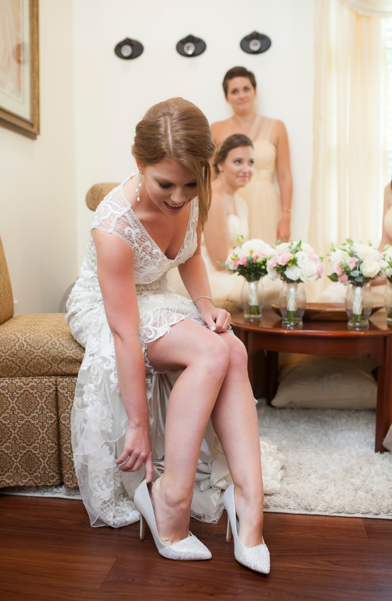 A Blush and Gold Lake Mary Wedding via TheELD.com