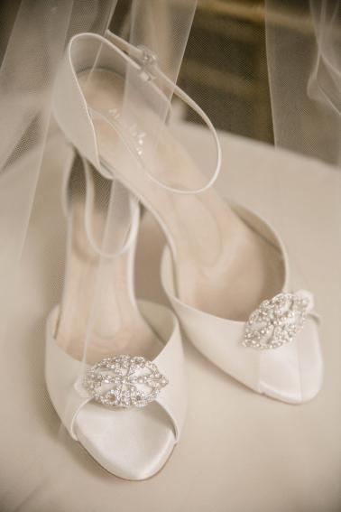 A Navy and Peach DC Wedding via TheELD.com