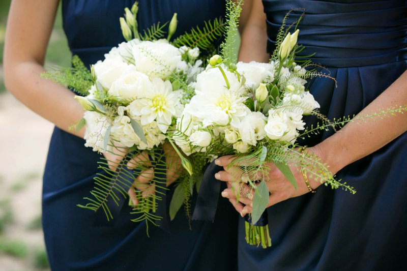 A Navy and Peach DC Wedding via TheELD.com