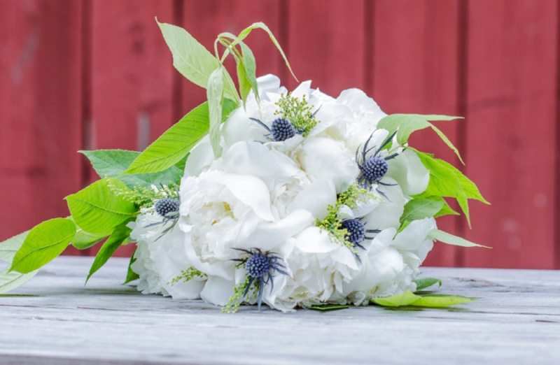 Summer Inspired Rustic Wedding Ideas via TheELD.com