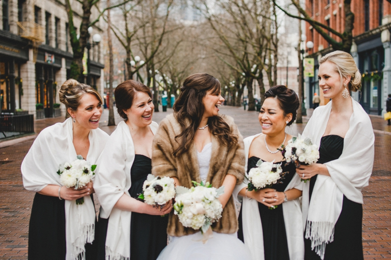 Elegant Gold & White Seattle Wedding via TheELD.com