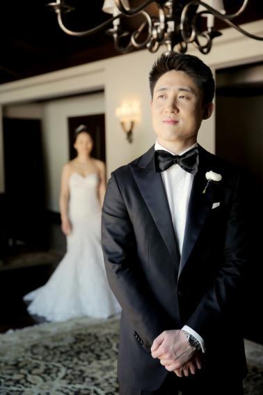 Modern & Romantic White Wedding via TheELD.com