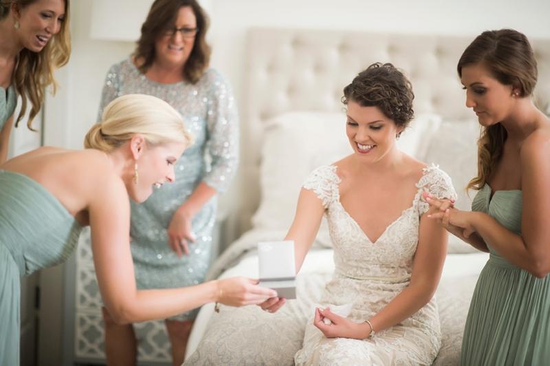 Navy & Blush Southern Wedding in Pensacola via TheELD.com