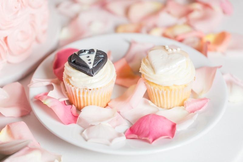 Elegant Blush & White Baltimore Wedding via TheELD.com