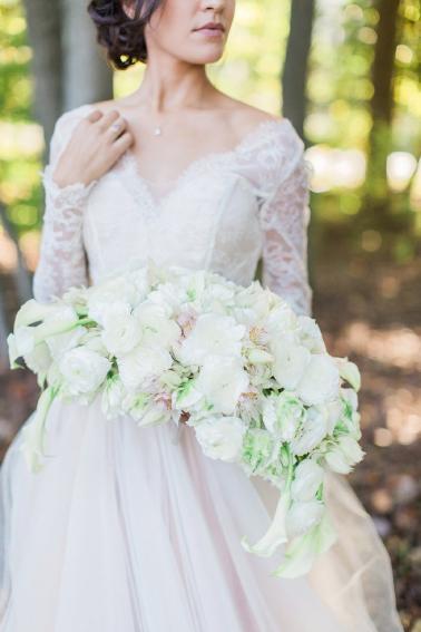 Organic White & Gold Luxe Wedding Ideas via TheELD.com