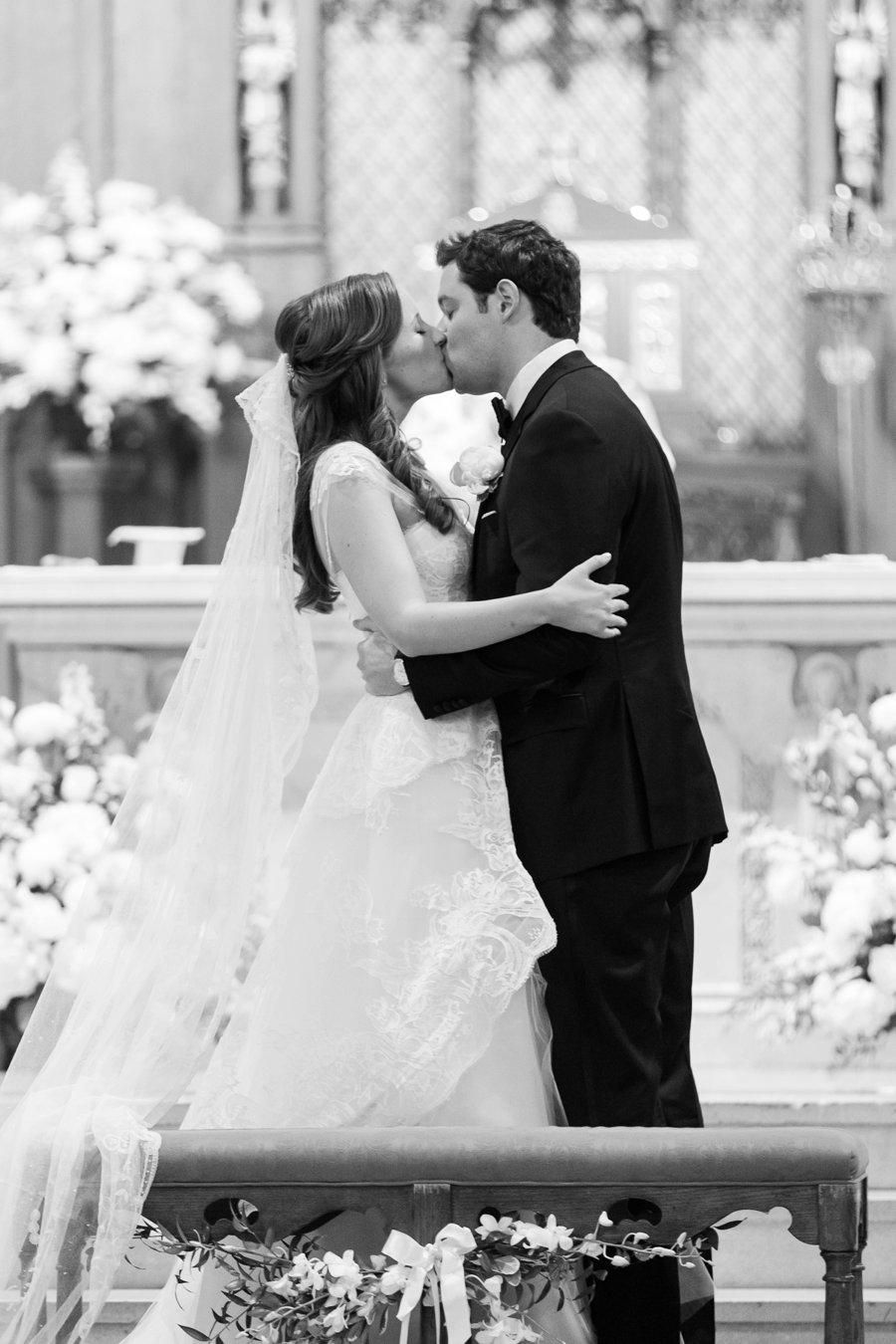 An Elegant Rustic White & Blue New York Summer Wedding via TheELD.com