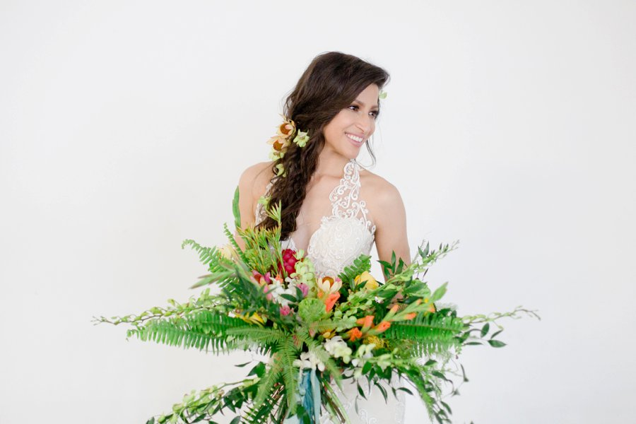 Modern & Lush Tropical Wedding Ideas via TheELD.com