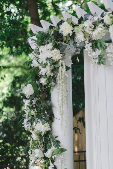 A Green & White North Carolina Backyard Wedding via TheELD.com