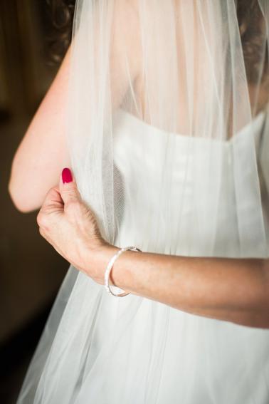 An Elegant Blue & Peach St. Louis Wedding via TheELD.com
