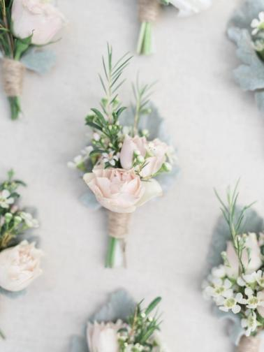 An Elegant Rustic Blush & White California Wedding via TheELD.com
