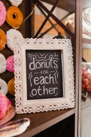 A Romantic Rustic Pink & White Washington Wedding via TheELD.com