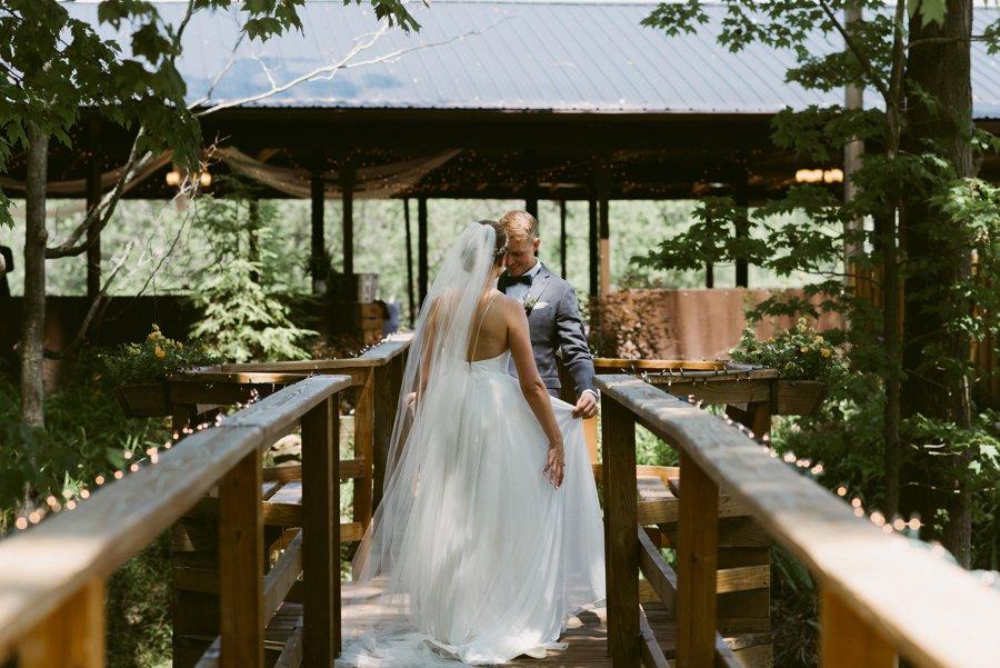 An Eco friendly Green & White Organic Ohio Wedding Day via TheELD.com