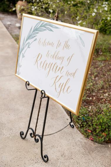 An Elegant Blush & Peach Whimsical Texas Wedding via TheELD.com