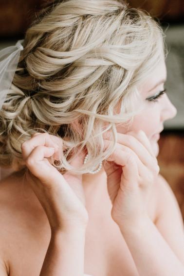 A Timeless & Elegant, Burgundy & Blush Fall Chicago Wedding Day via TheELD.com