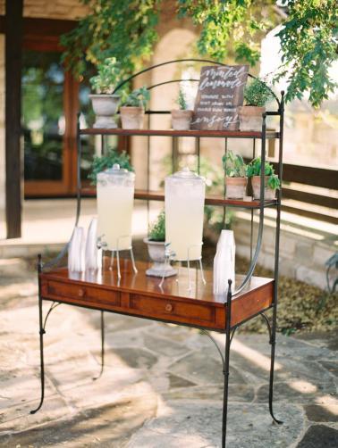 A Romantic Blue & Peach Texas Wedding Day via TheELD.com