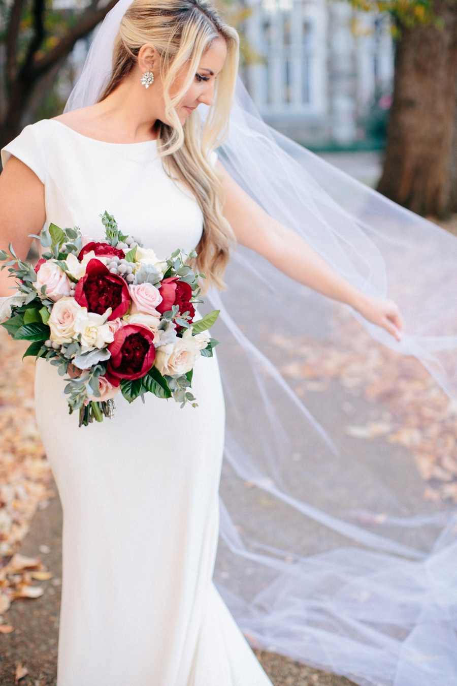 A Timeless Red & White Nashville Wedding via TheELD.com