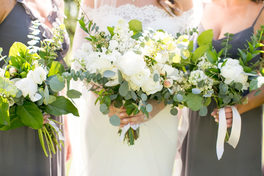 Southern Green & White Alabama Wedding via TheELD.com