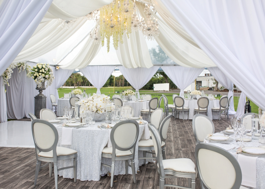 An Elegant & Luxe White Beach Wedding via TheELD.com