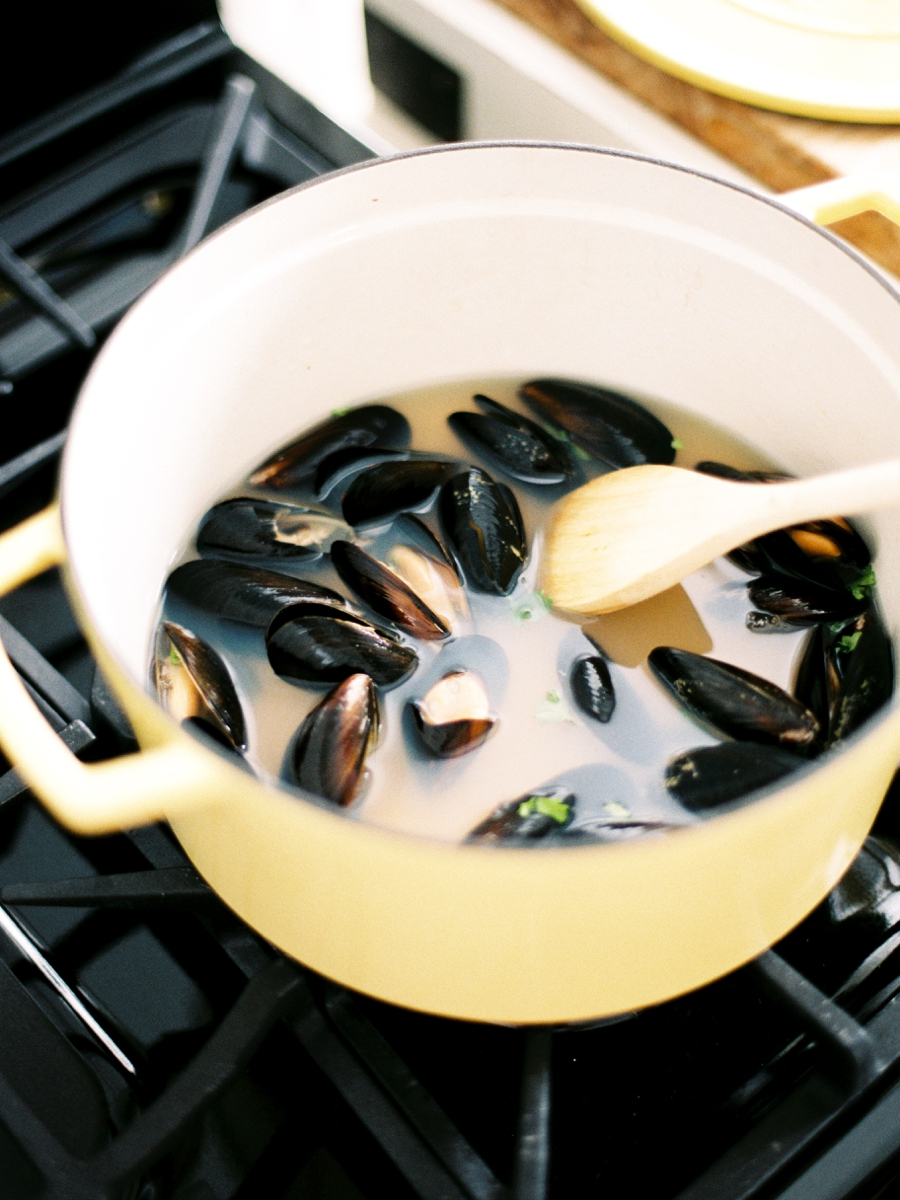 Mussels & Amaretto Sours: An At Home Lifestyle Session via TheELD.com