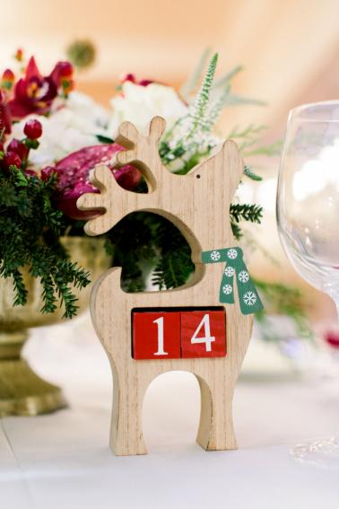 An Elegant Christmas Wedding via TheELD.com