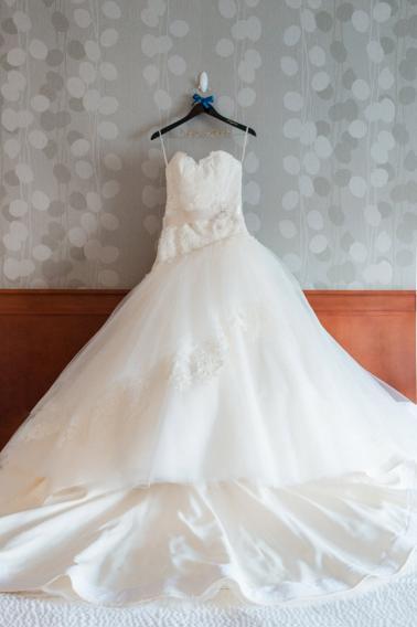 An Elegant Navy & Red Illinois Wedding via TheELD.com