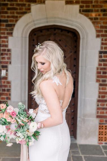 A Romantic Blush Cincinnati Wedding via TheELD.com