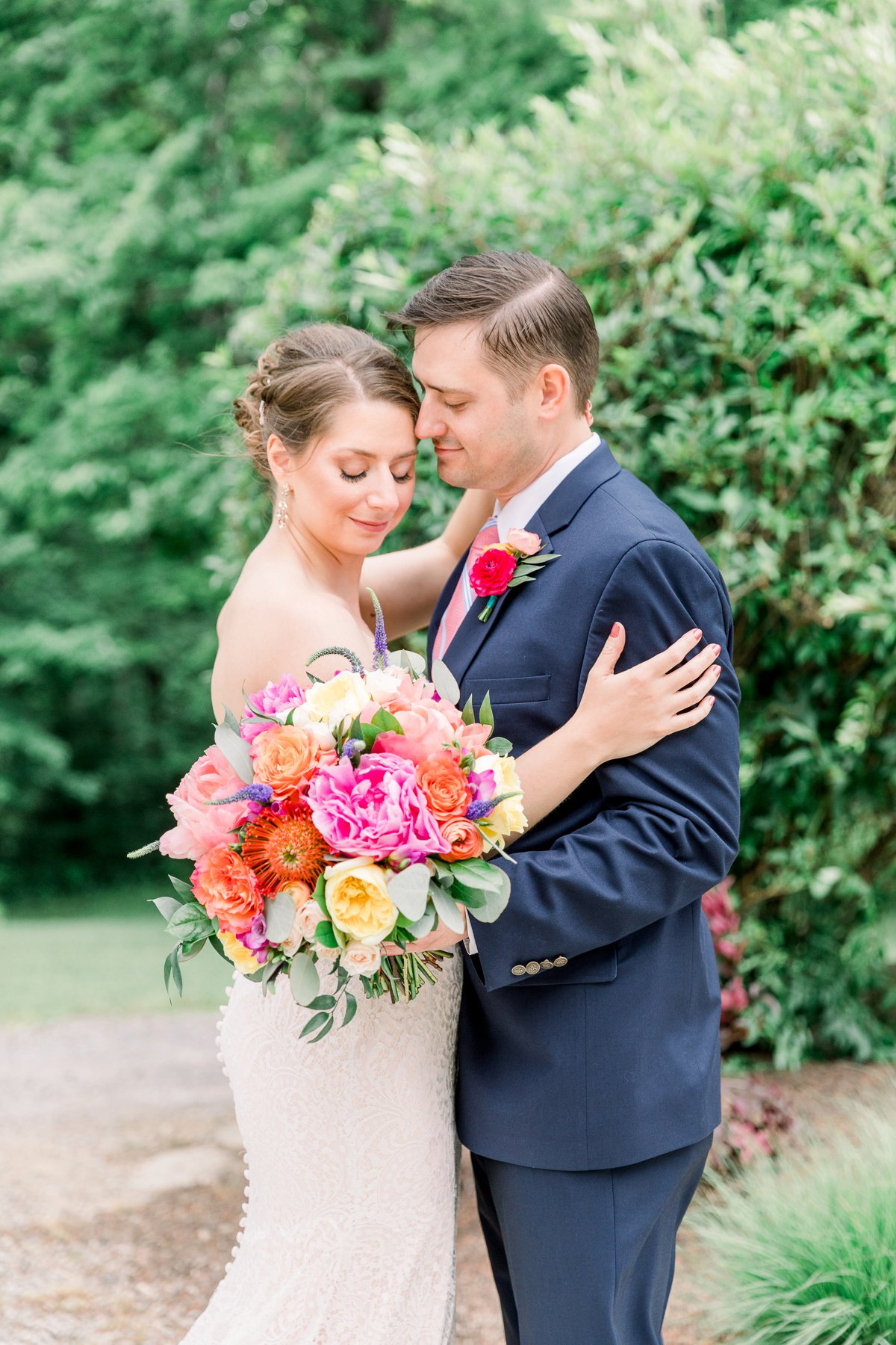 A Rustic & Colorful Ohio Wedding via TheELD.com