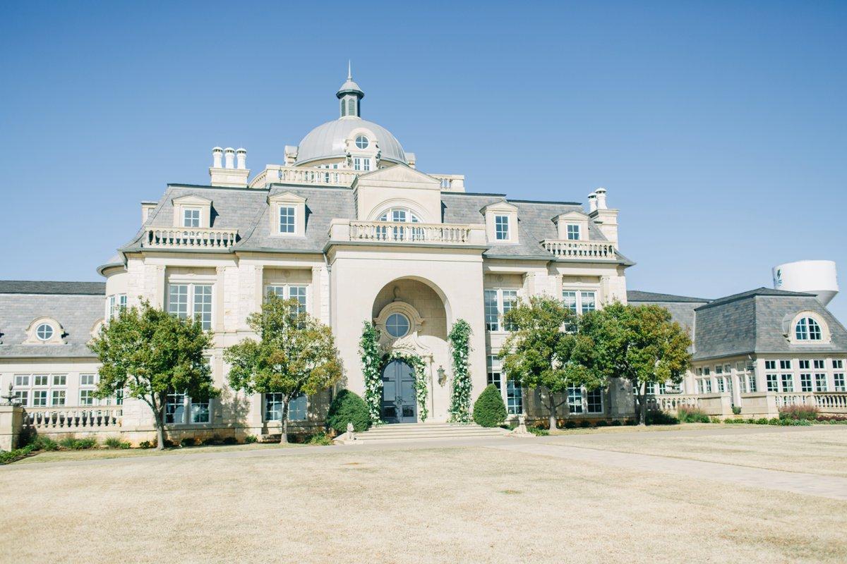 Elegant Black, White & Gold Texas Wedding Inspiration via TheELD.com