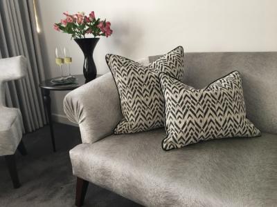 venice black cushion canvas room