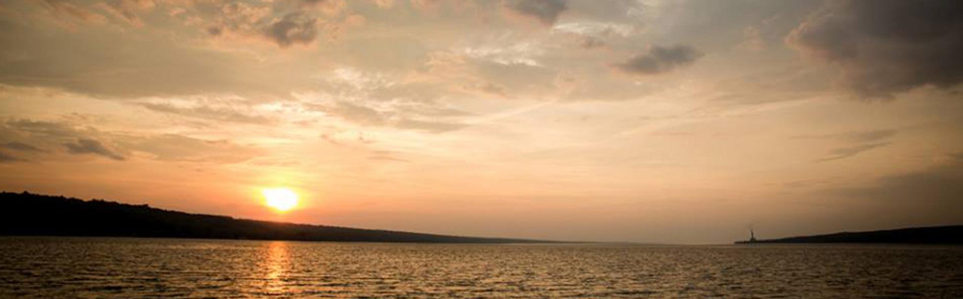 https://s3-us-east-2.amazonaws.com/flxlocal/wp-content/uploads/2017/01/13164711/Cayuga_lake_Sunset.jpg