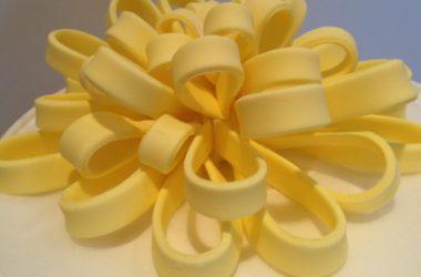 Emoticakes Gum Paste Bow (1)