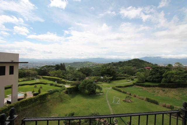 Looking for condos in Escazu and Santa Ana like this? Contact us now!