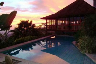 Bali style home, cool pool, magnificent views: paradise in Atenas