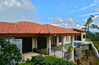 Ranch Home in Atenas gated community for sale