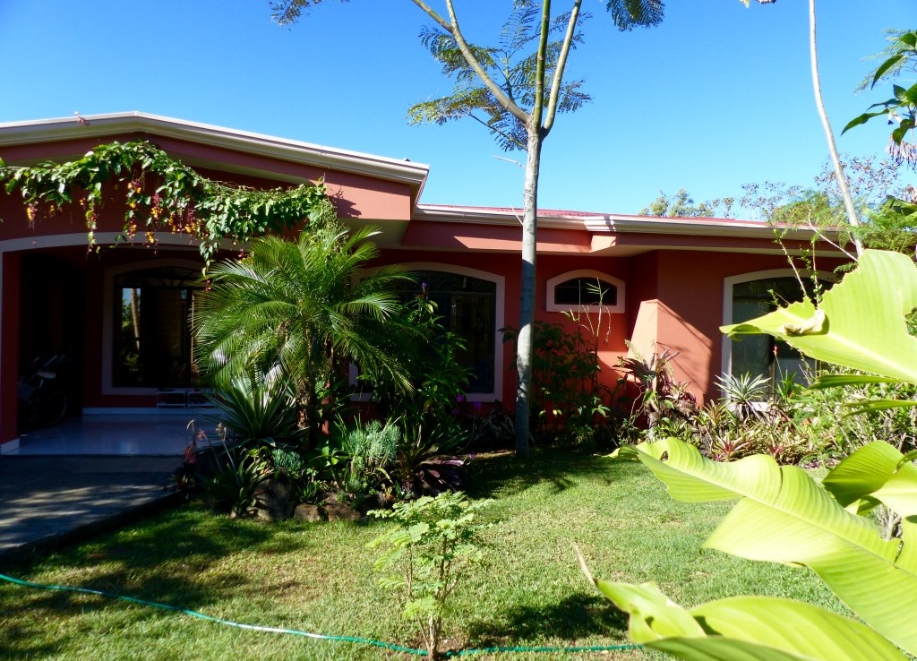 Spacious Furnished Grecia Ranch Home With A Nice Yard And
