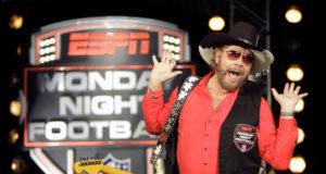 https://static01.nyt.com/images/2011/10/07/sports/football/07hank-pic/07hank-pic-jumbo.jpg
