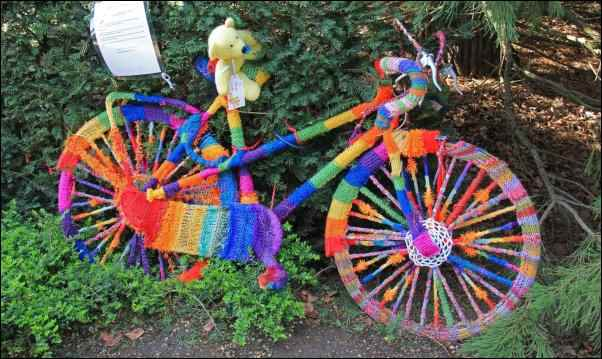 folk art yarn bombing