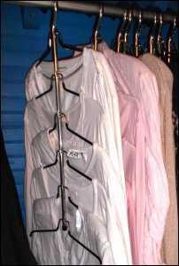 hangers de-clutter clutter