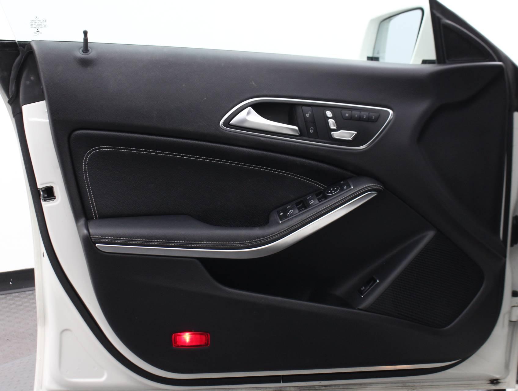 used vehicle - Sedan MERCEDES-BENZ CLA 2018