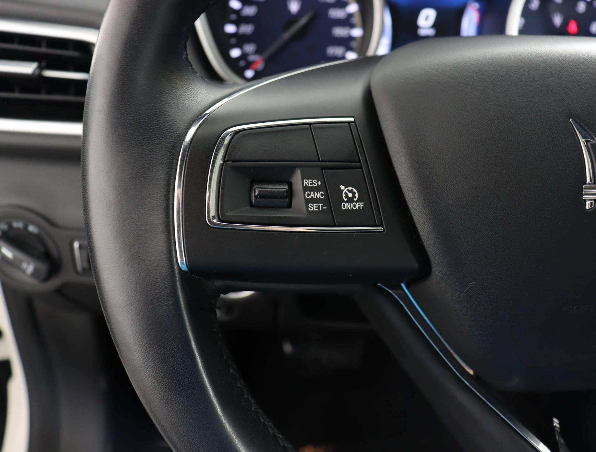 used vehicle - Sedan MASERATI GHIBLI 2017