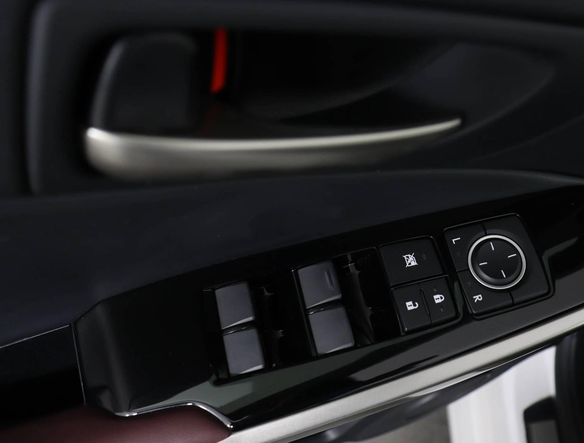 used vehicle - Sedan LEXUS IS 2018
