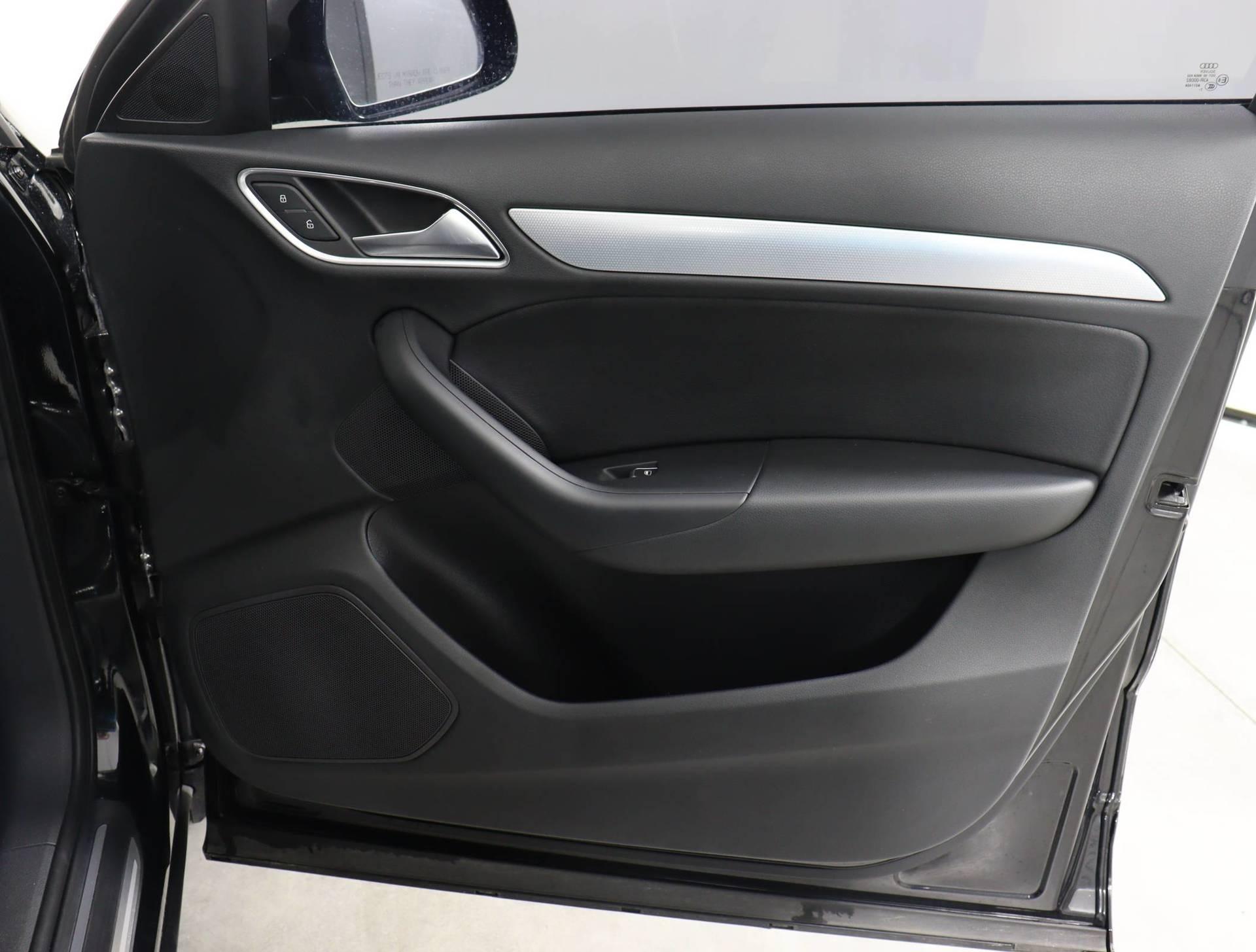used vehicle - SUV AUDI Q3 2018