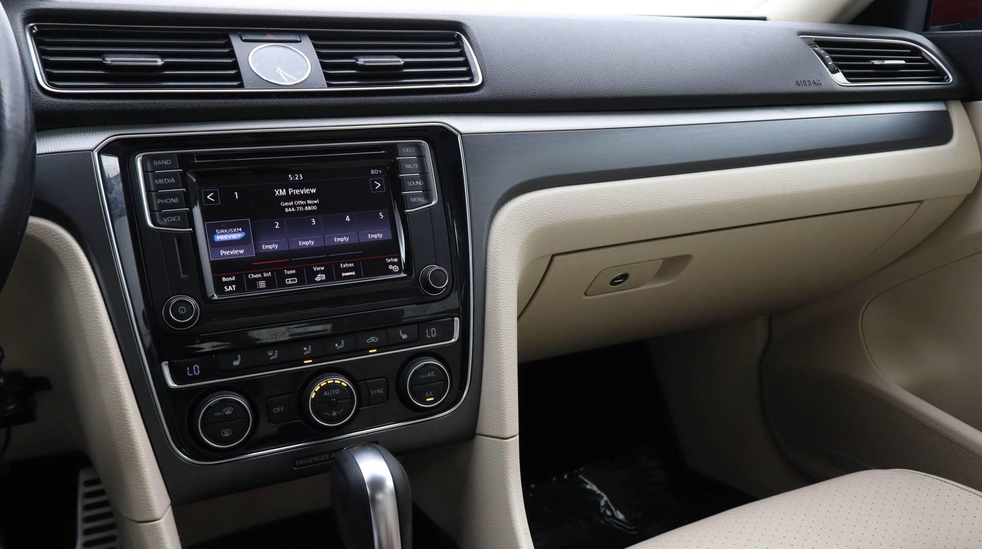 Florida Fine Cars - Used vehicle - Sedan VOLKSWAGEN PASSAT 2017