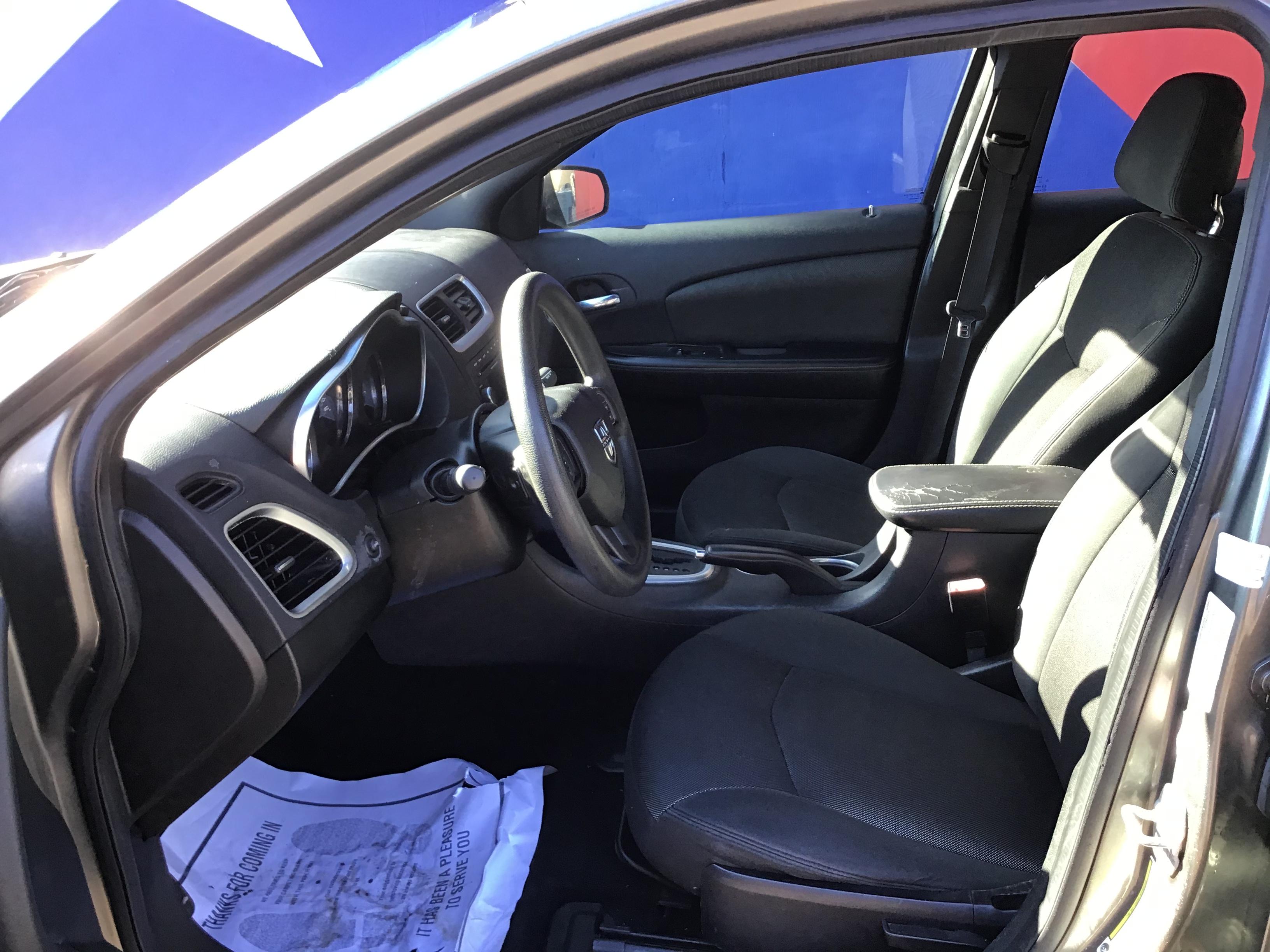 used vehicle - Sedan DODGE AVENGER 2013