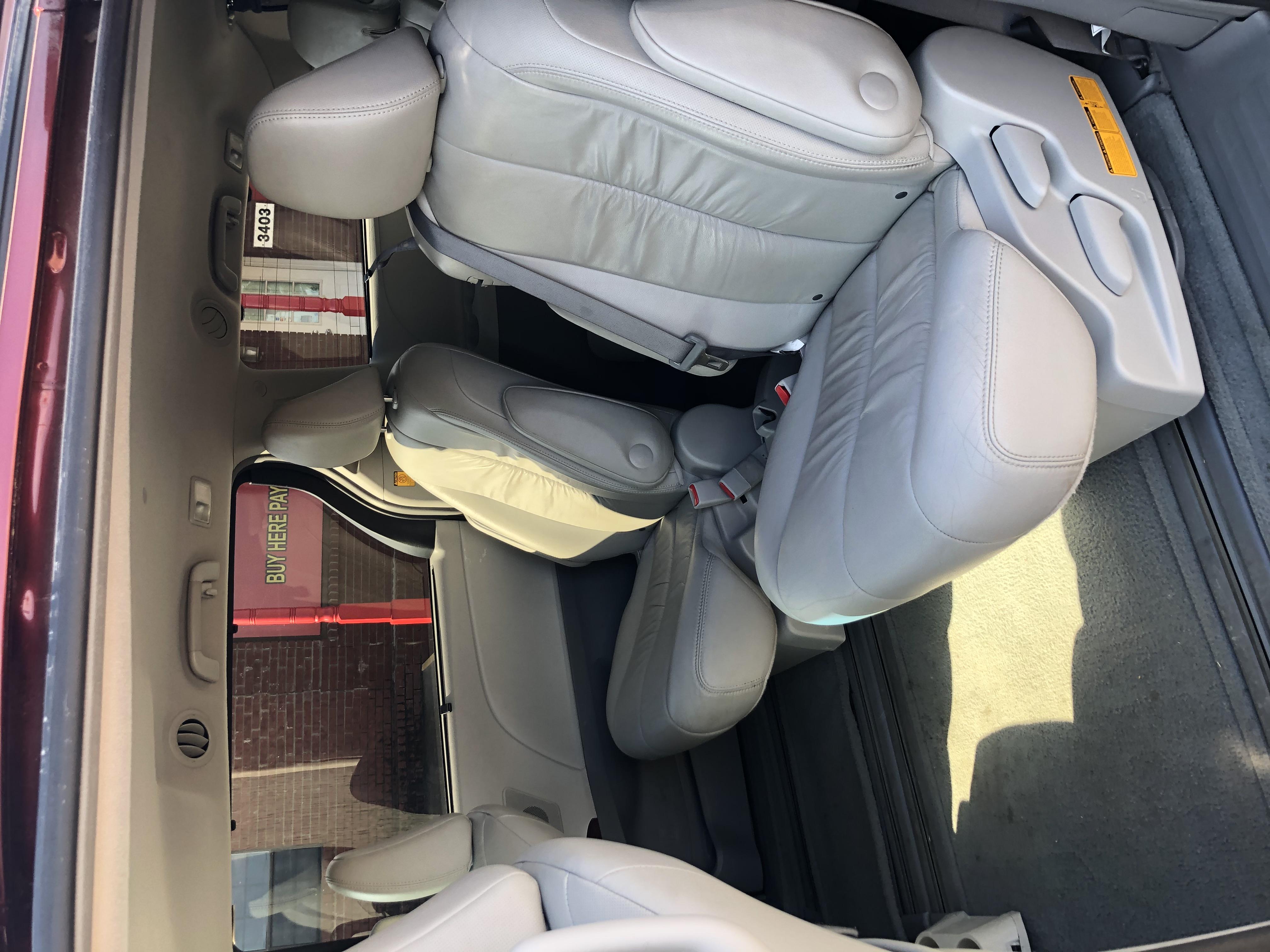 used vehicle - Van-Minivan TOYOTA SIENNA 2012