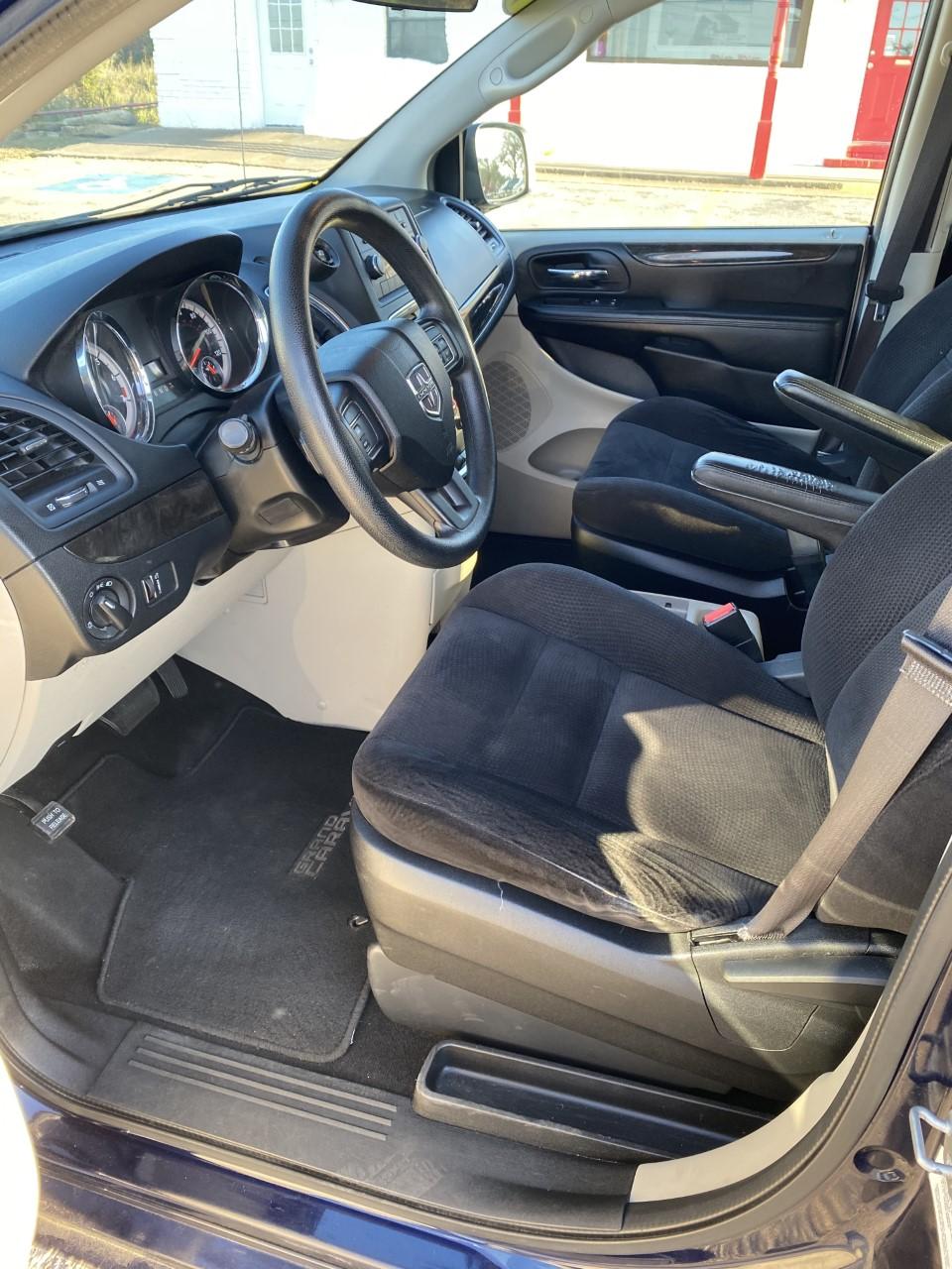used vehicle - Passenger Van DODGE GRAND CARAVAN 2014