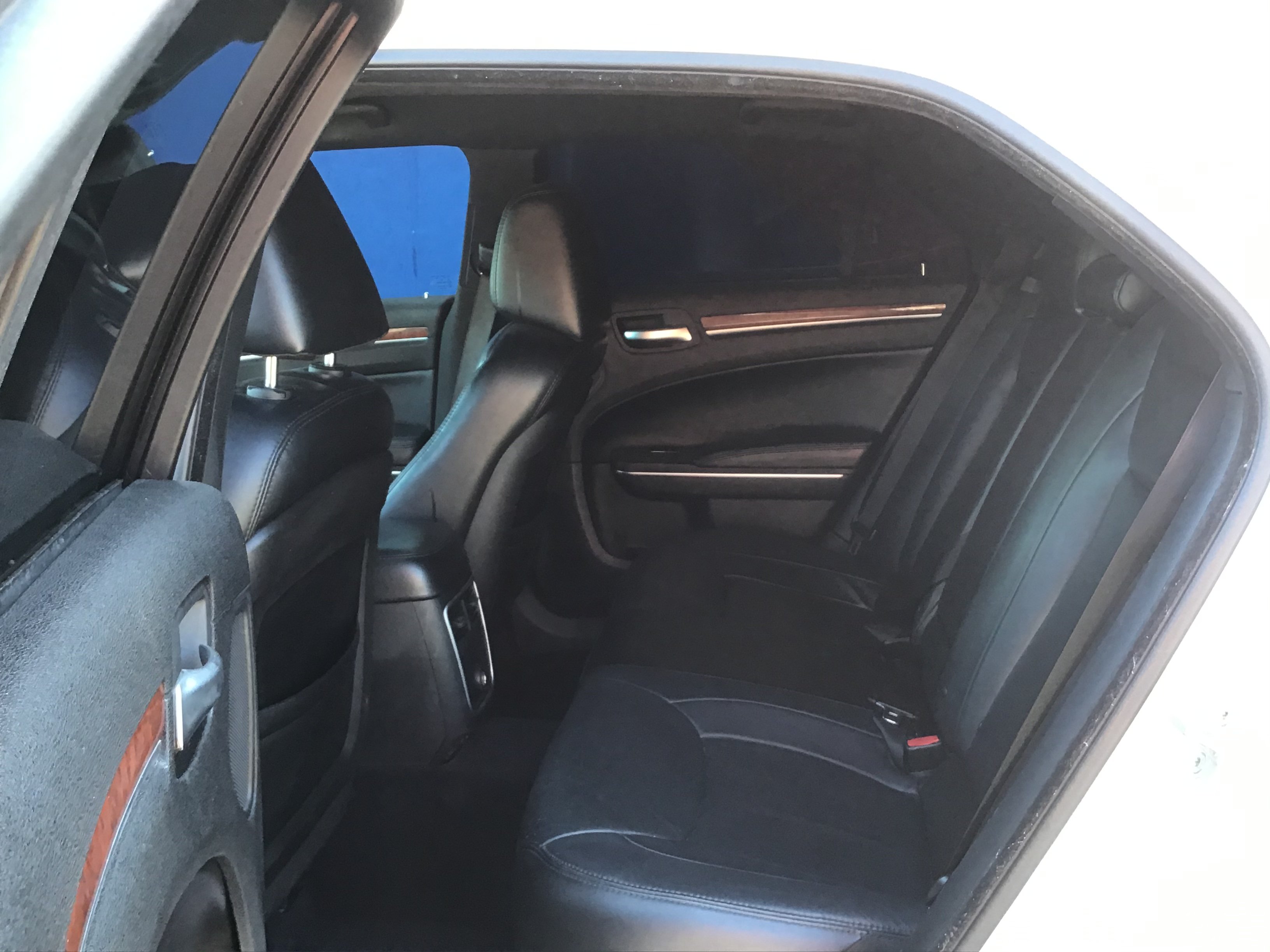 used vehicle - 4-Door Sedan 3.6-Liter 6- CHRYSLER 300 2014
